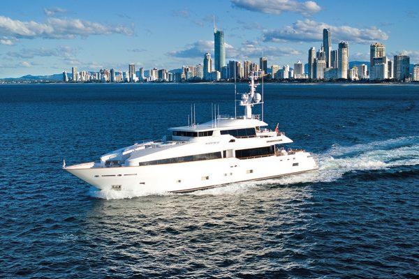 Yacht Masteka Option